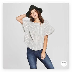 Universal Thread flared-sleeve top